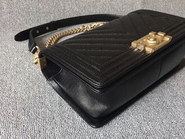 AUTHENTIC NEW CHANEL BLACK CHEVRON QUILTED CAVIAR MEDIUM BOY FLAP BAG GHW image 5