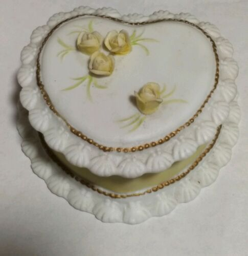 Lefton Heart Shaped Porcelain Box 1987 TWM 06136 White with Yellow Roses - $8.32