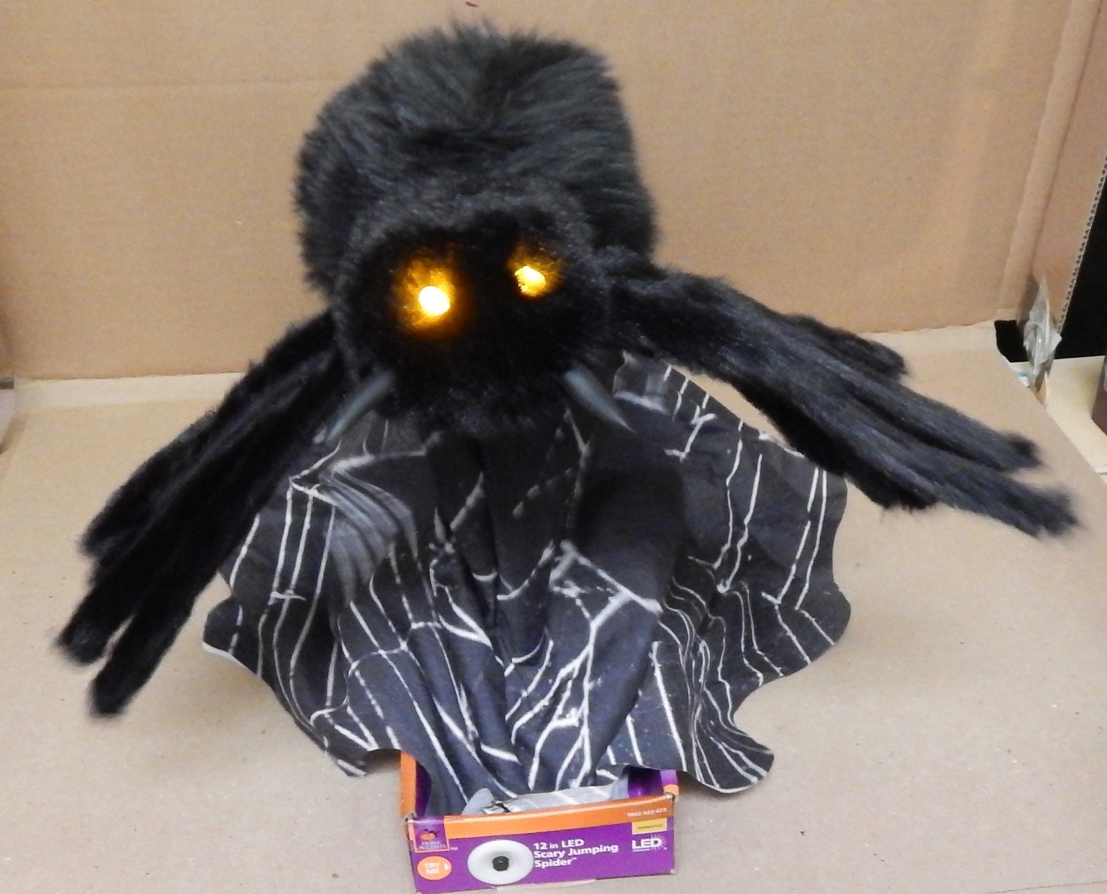 "12"" LED Scary Jumping Spider Home Accents Animated Jumping Motion Sounds 137F"