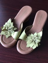 MONTEGO BAY CLUB Sandals Light Green Tan Cream Size 8 Leather Flower Shoes - $16.32