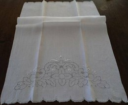 Large Vintage Irish Linen Bath Hand Towel Mosaic Lace Embroidered Cutwork - $18.52