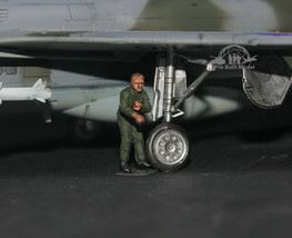USAF Ground Support Crew 1:72 Pro Built Model #6 - $7.91
