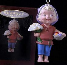 Hallmark QX5986 Garden Elves Daisy Days 1994 Keepsake Ornament - $5.94