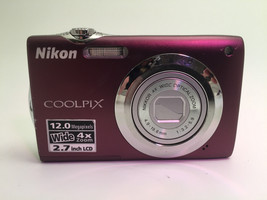Nikon Coolpix S3000 Camera for Parts - $11.63