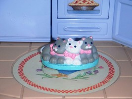 Fisher Price Loving Family Dream Pet Shop Dollhouse 3 Kittens on bed 1995 RARE - $5.93