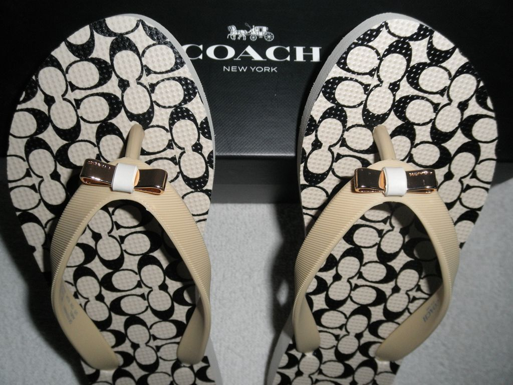 09ea258c214 NEW Coach Women s Amel Rubber Signature C Flip Flops Thong Sandals Sz 5 6