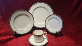 Noritake China 9791 Covina 5 Piece Place Setting - $40.58