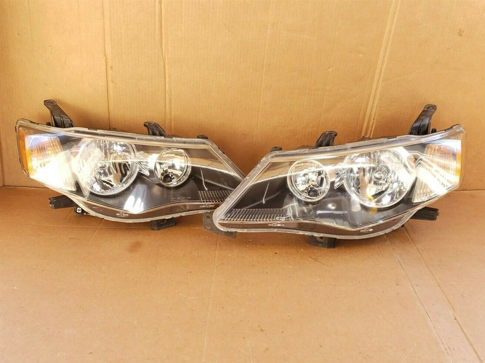 Primary image for 07-09 Mitsubishi Outlander HID Xenon Headlights Set L&R - POLISHED