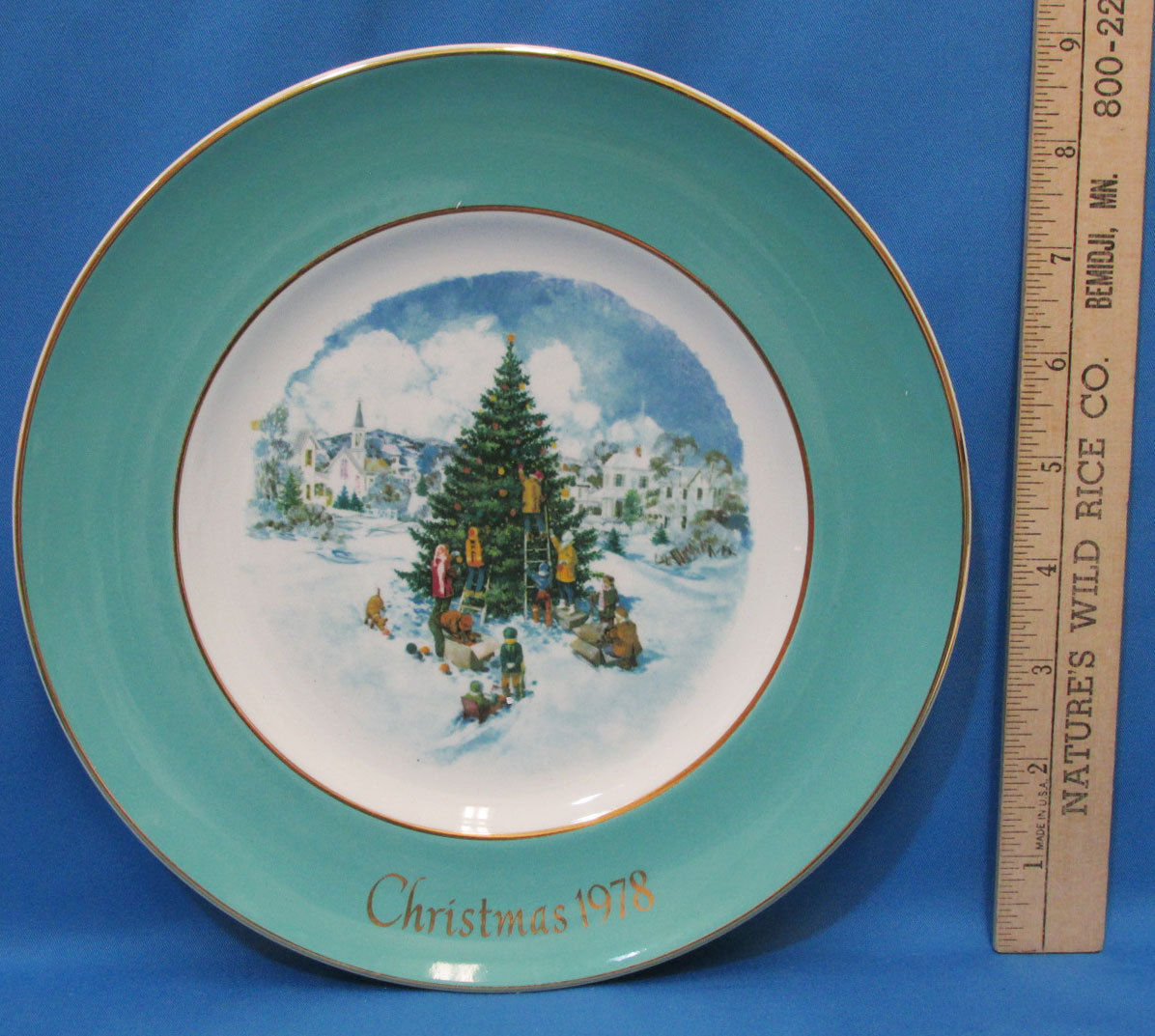 Vintage 1978 Enoch Wedgwood Collectors Plate Avon Christmas Trimming The Tree