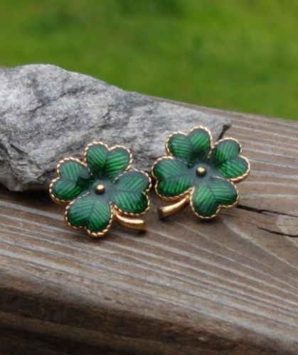 Avon Irish Four Leaf Clover Shamrock Post Earrings, Green Enamel, Pierced