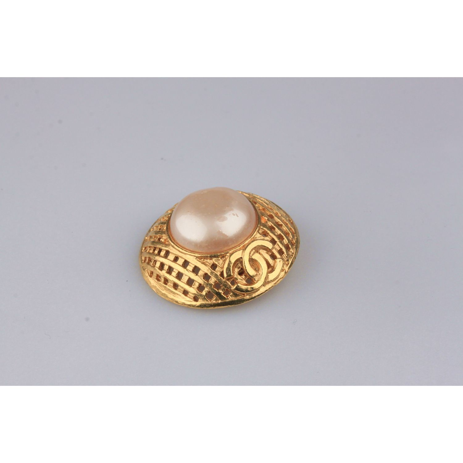 0b4dc75f9b7cbb Authentic CHANEL Vintage Gold Metal and Faux Pearls GRID Clip On EARRINGS