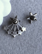 AUTH Christian Dior 2018 LIMITED EDITION CD Logo Pearl CRYSTAL STAR EARRINGS  image 3