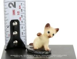Hagen Renaker Miniature Siamese Kitten Paw Up on Base Stepping Stones #2746 image 2