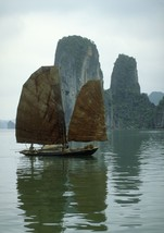 Art print POSTER/Canvas Junk on Halong Bay - $3.95+