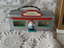 Hallmark Keepsake Ornament 1995 Santa's Diner Lights Up  - $14.54