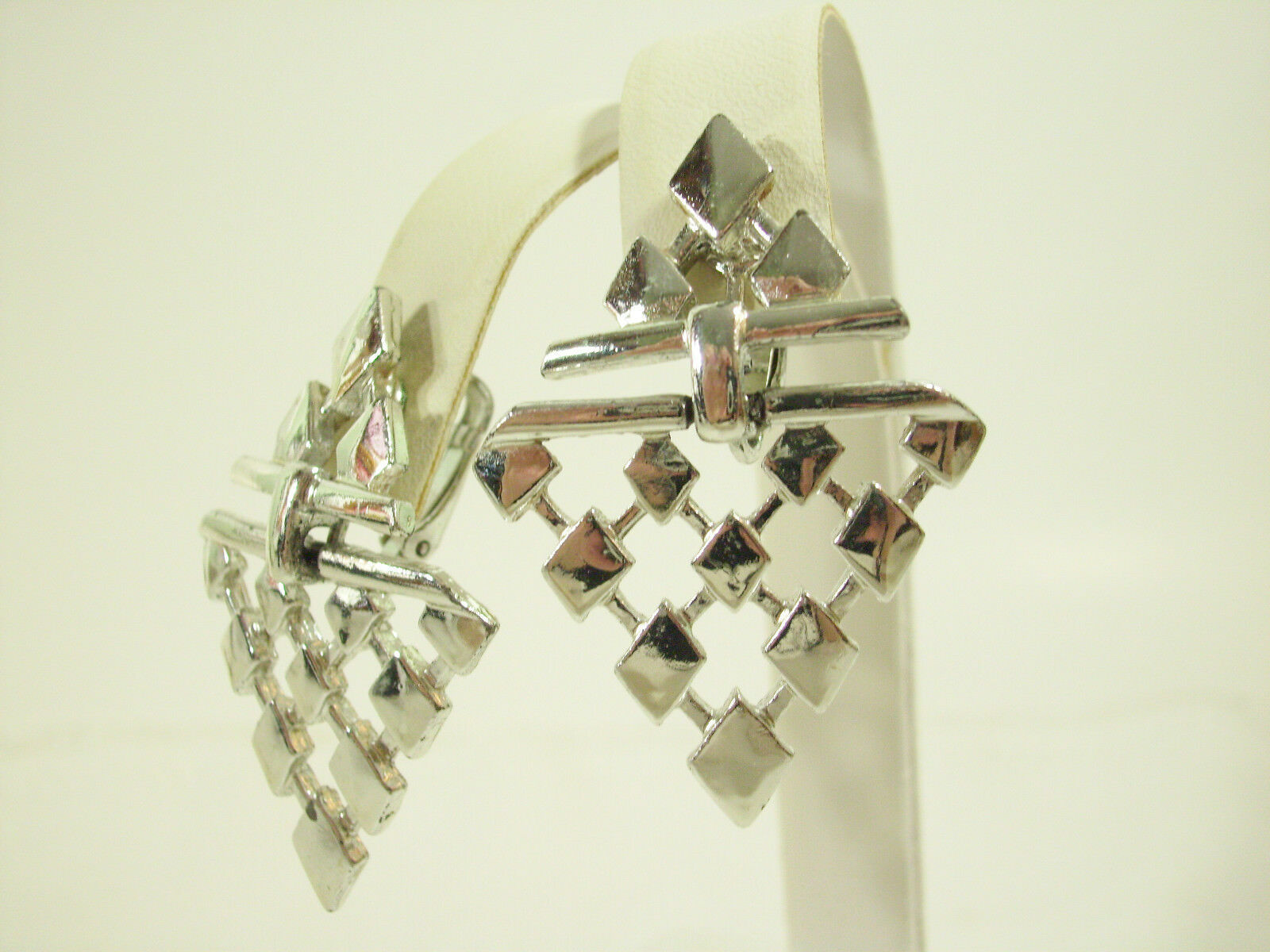 Primary image for Silver Plate ARROW DANGLE Articulated Chevron Drop Clip Earrings Vintage Estate