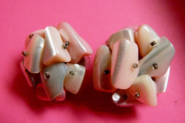 VINTAGE JAPAN PINK  WHITE MOTHER OF PEARL BEADS CLUSTER CLIP ON EARRINGS - $23.76
