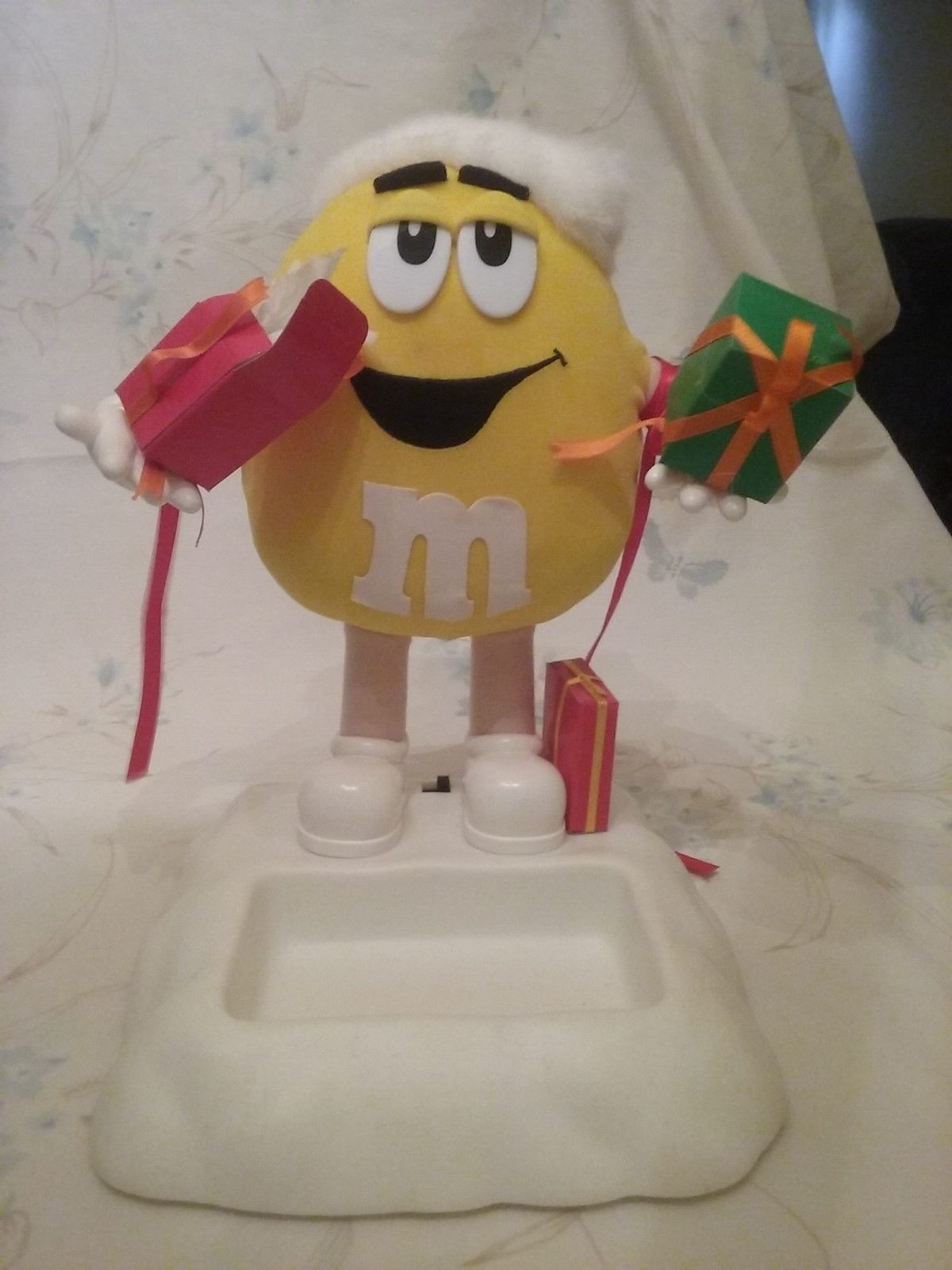 Primary image for Christmas M&M Musical Candy Dish