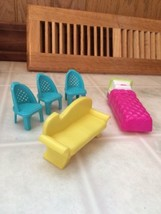 Polly Pocket Furniture Lot Pink Bed Fainting Couch Three Turquoise Chairs - $12.19