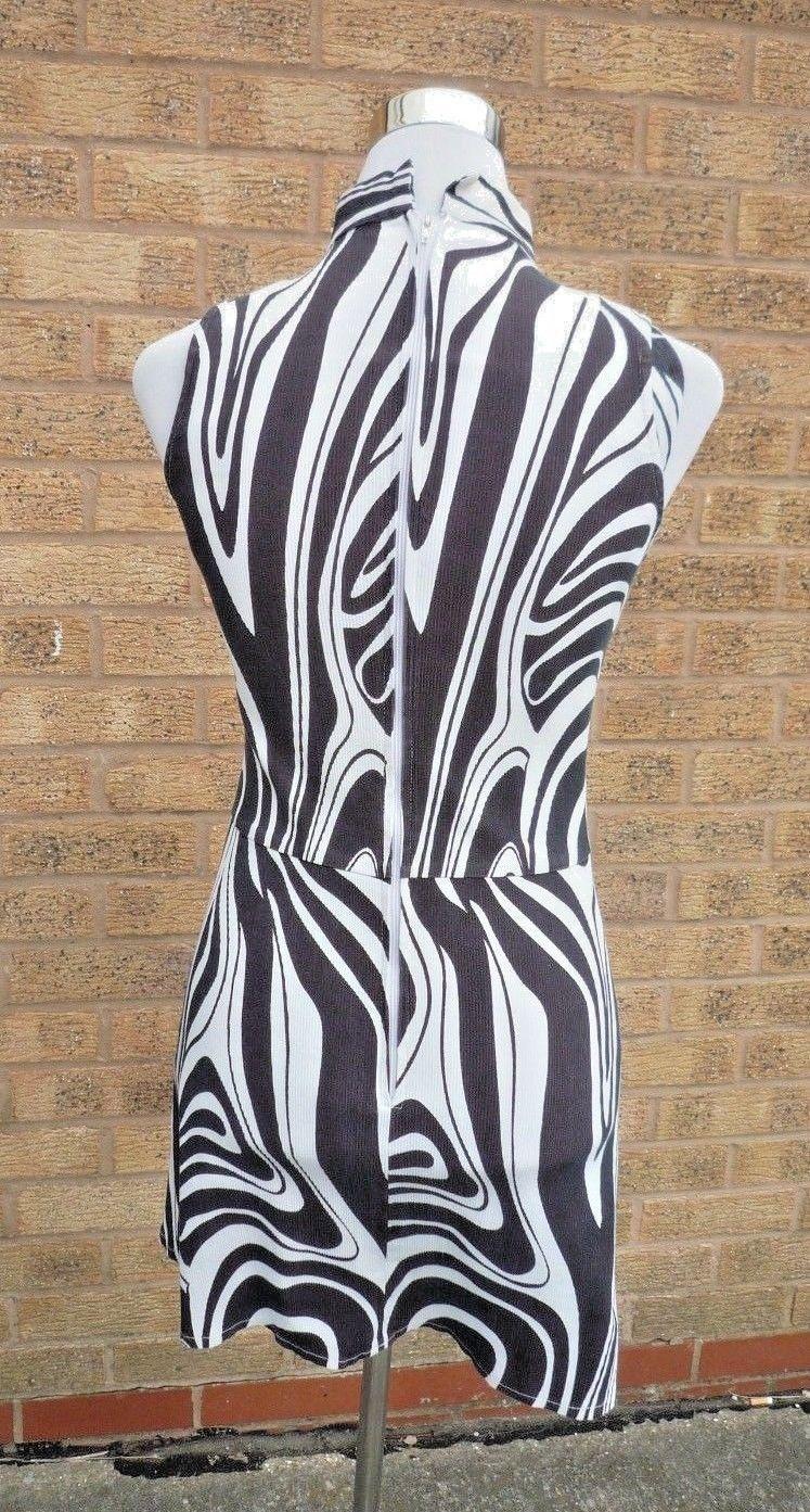 Retro Black / White 60's / 70's Dress Swirl / Mary Quant size Small 10/12 + Cap