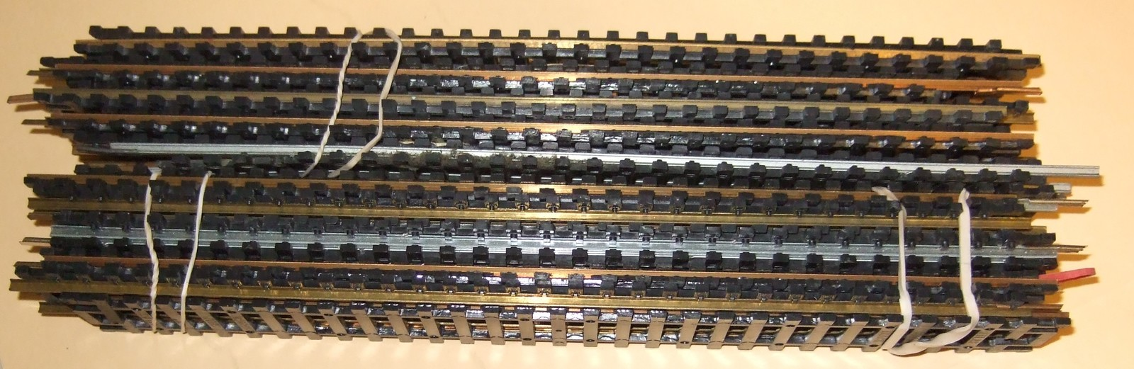 HO Train Tracks  -  (Pack of 20 Straight Tracks)