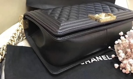 NEW 100% AUTHENTIC CHANEL BLACK QUILTED LEATHER MEDIUM BOY FLAP BAG GHW image 4