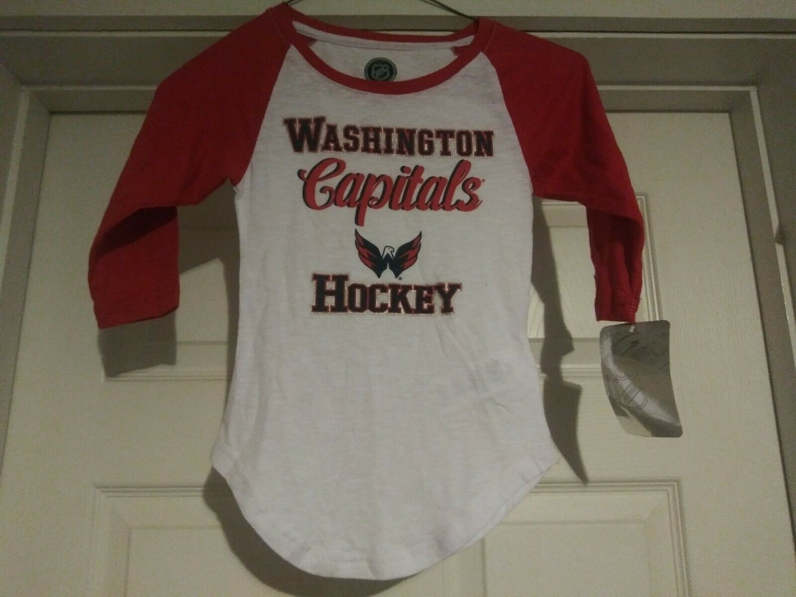 Primary image for NHL Washington Capitals Hockey Youth GIRL'S Long Sleeve Shirt Size Small 6/6X