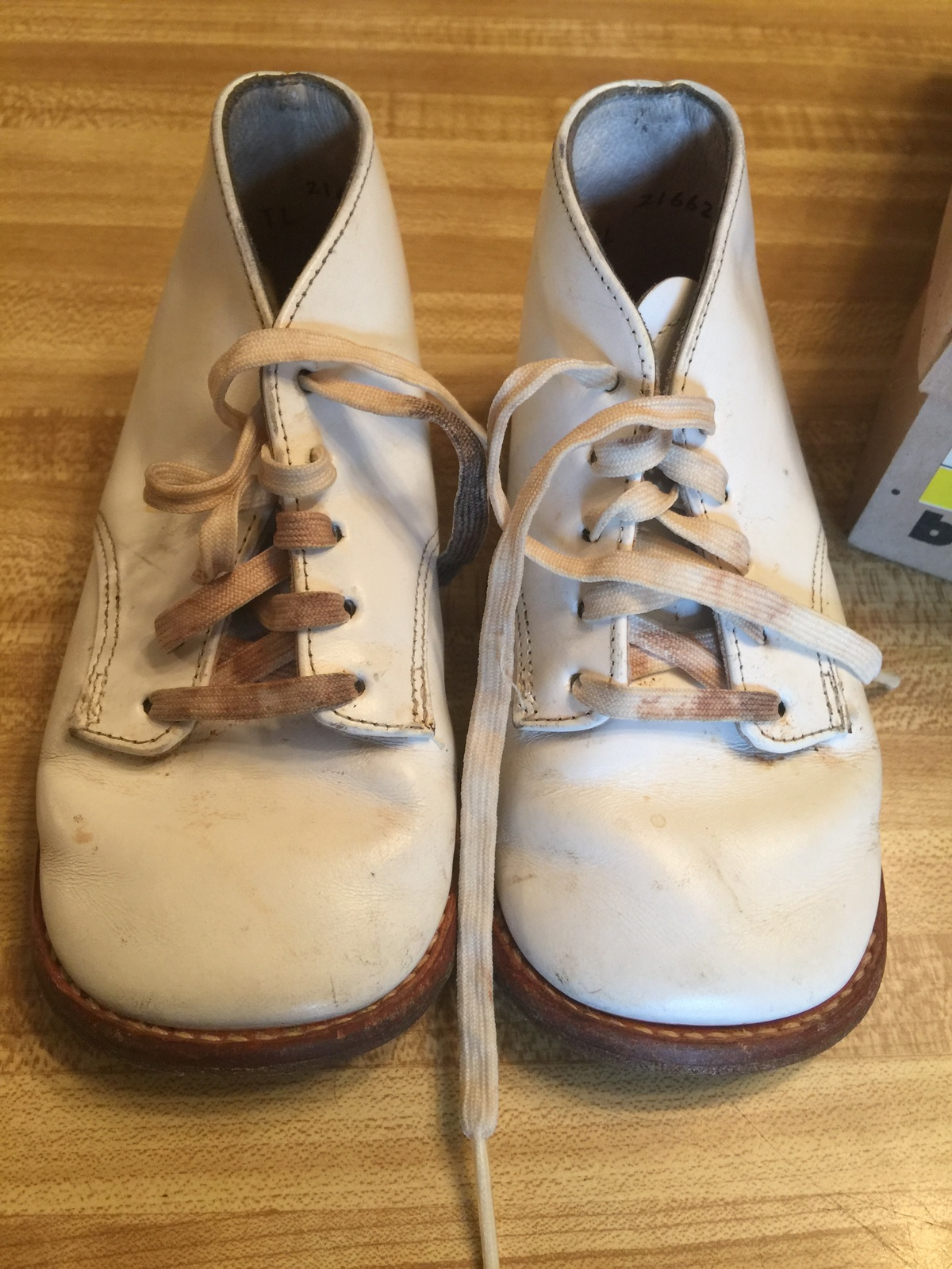 VTG 80s BUSTER BROWN White Leather Baby Hard Sole Walking Shoes 289B10 sz 6E/Box