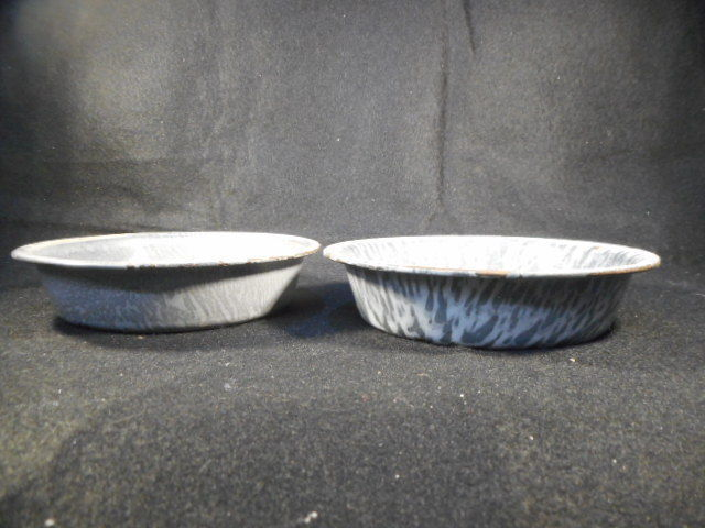 Vintage Gray Enamelware Graniteware 3 Assorted Baking Pans