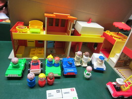 Vintage Fisher Price Little People Play Family Village #997 - $131.72