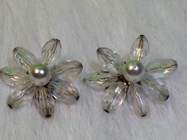 Vintage Clear Beaded Flower Shape Collectible Clip On Earrings West Germany - $6.26
