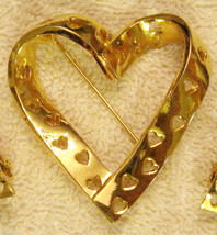 "Avon True Hearts Pin 2"" Gold Plated Cut Out Design Lapel Brooch VTG 1990's  - $19.76"
