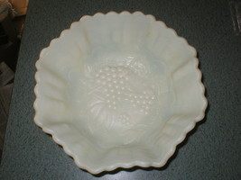 "VTG 10 1/4"" IMPERIAL CUSTARD GLASS BOWL PINCHED SCALLOPED EDGE GRAPE/LEAVES - $41.49"