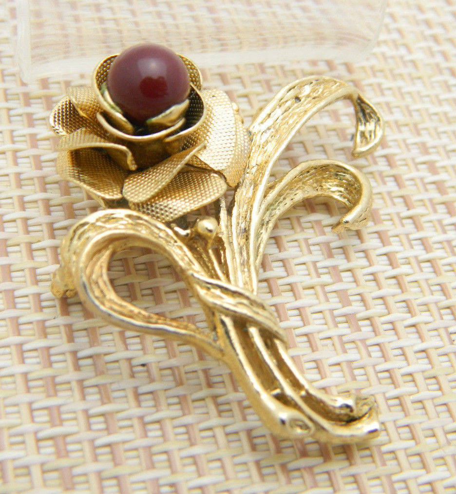 Red Glass Gold Tone Rose Bouquet Flower Floral Pin Brooch Vintage
