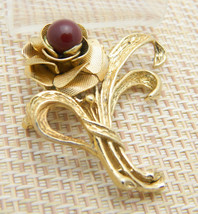 Red Glass Gold Tone Rose Bouquet Flower Floral Pin Brooch Vintage - $13.86