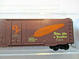 Micro-Trains # 03200510 Western Pacific 50' Standard Boxcar Plug Door N-Scale image 3