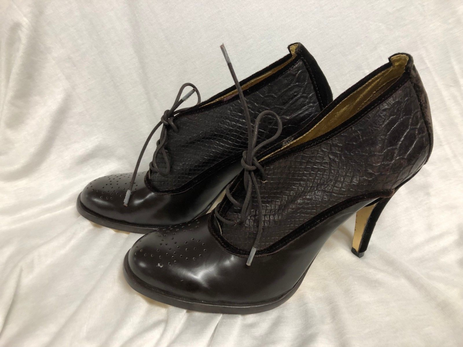BCBG MAXAZRIA SHOES  Leather brown velvet heel close Pumps: 9/39