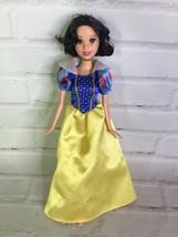 Mattel Disney Princess Snow White Doll With Dress Short Hair 2006 Great ... - $9.49