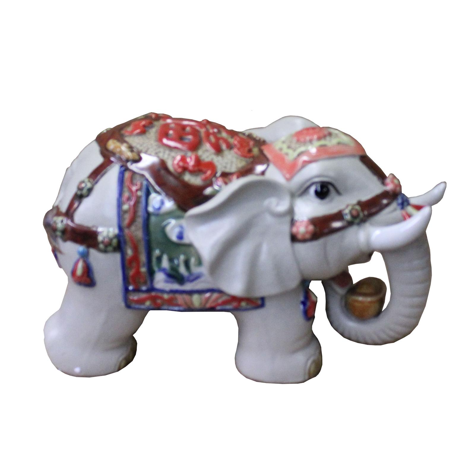 DOLLHOUSE MINIATURE ELEPHANT WITH RAISED TRUNKS ..1//2 INCH HIGH