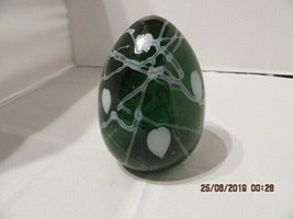 FENTON ART GLASS EMERALD GREEN W/WHITE HANGING HEARTS EGG-DAVE FETTY - $89.99