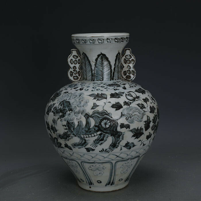 Primary image for Nice Chinese Ming Dynasty Hong Wu Blue White Porcelain Lion Vase