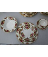 32 pcs Royal Albert Old Country Roses 1962 England, 6 pc serv for 4 Rim ... - $300.00