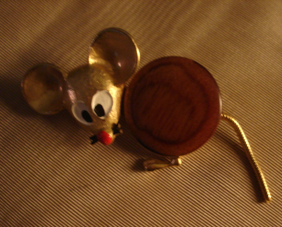 VINTAGE 1960's BIG EAR MOUSE PIN w/ FLEXI TAIL & WOOD BODY BROOCH