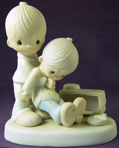 Precious Moments LOVE LIFTED ME Figurine Jonathan & David 1980 E5201 Hel... - $24.67