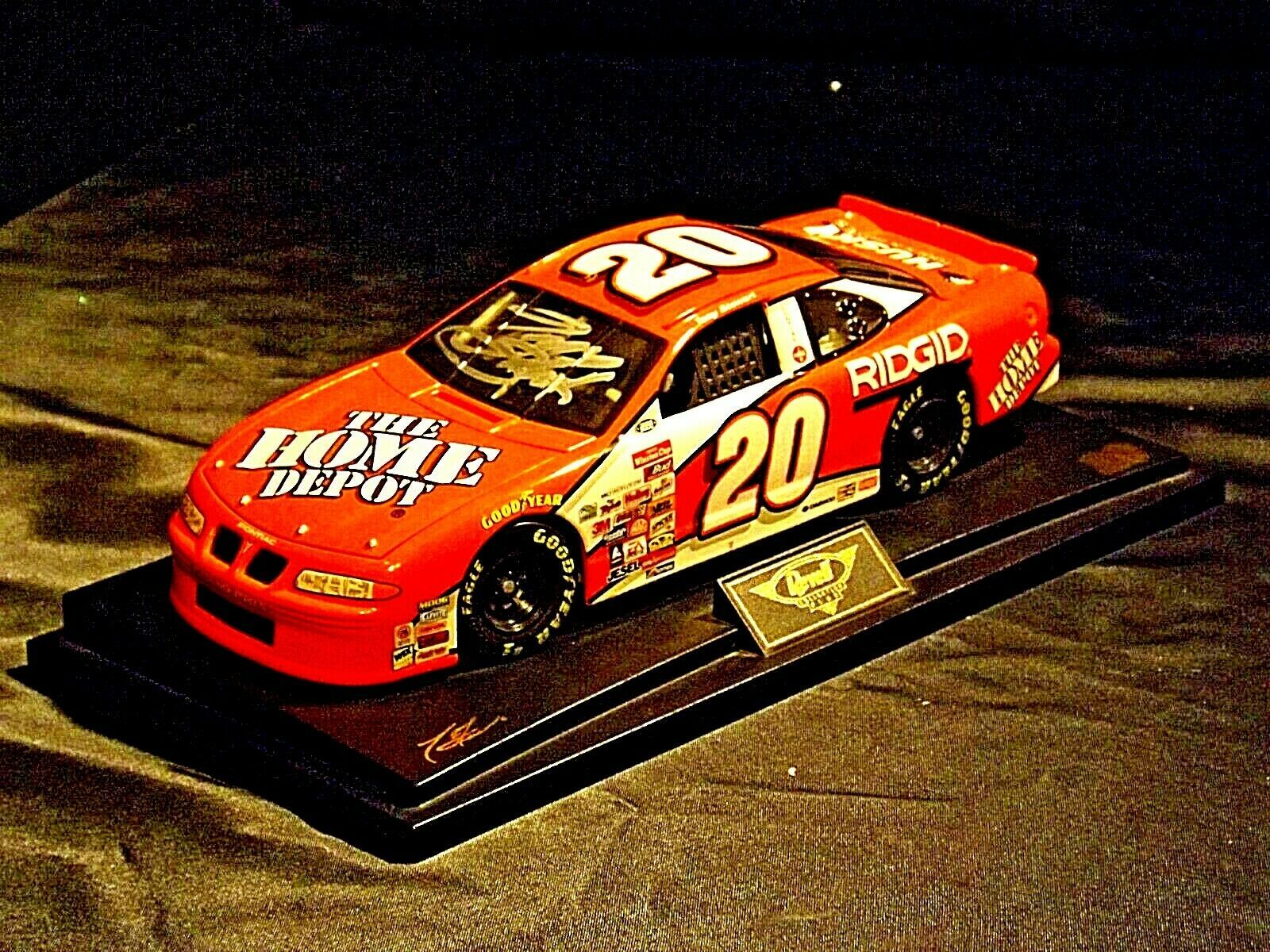 Revell #20 Autographed Tony Stewart Collector's Club AA19-NC8072 Adult Collectib