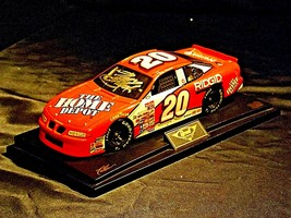 Revell #20 Autographed Tony Stewart Collector's Club AA19-NC8072 Adult Collectib image 1