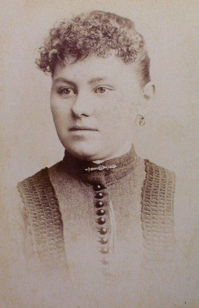 Cabinet Card Pretty Lady Buttoned Dress Vignette! c.1866-80