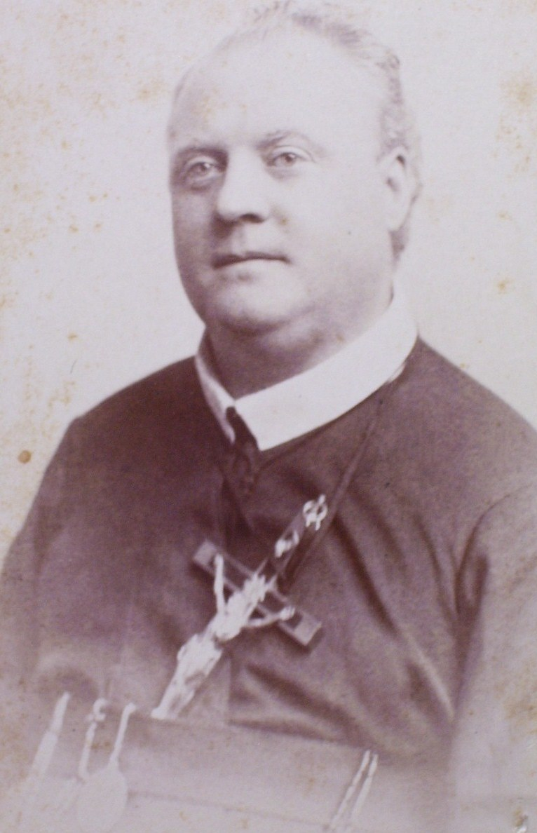 Cabinet Card Kindly Looking Clergyman w/Large Crucifix 1880