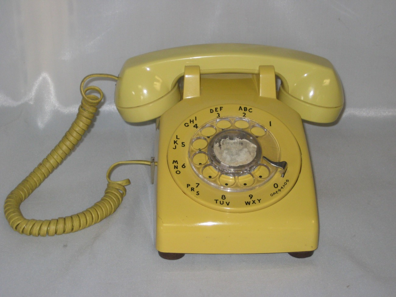 Western electric rotary dial desktop harvest gold telephone
