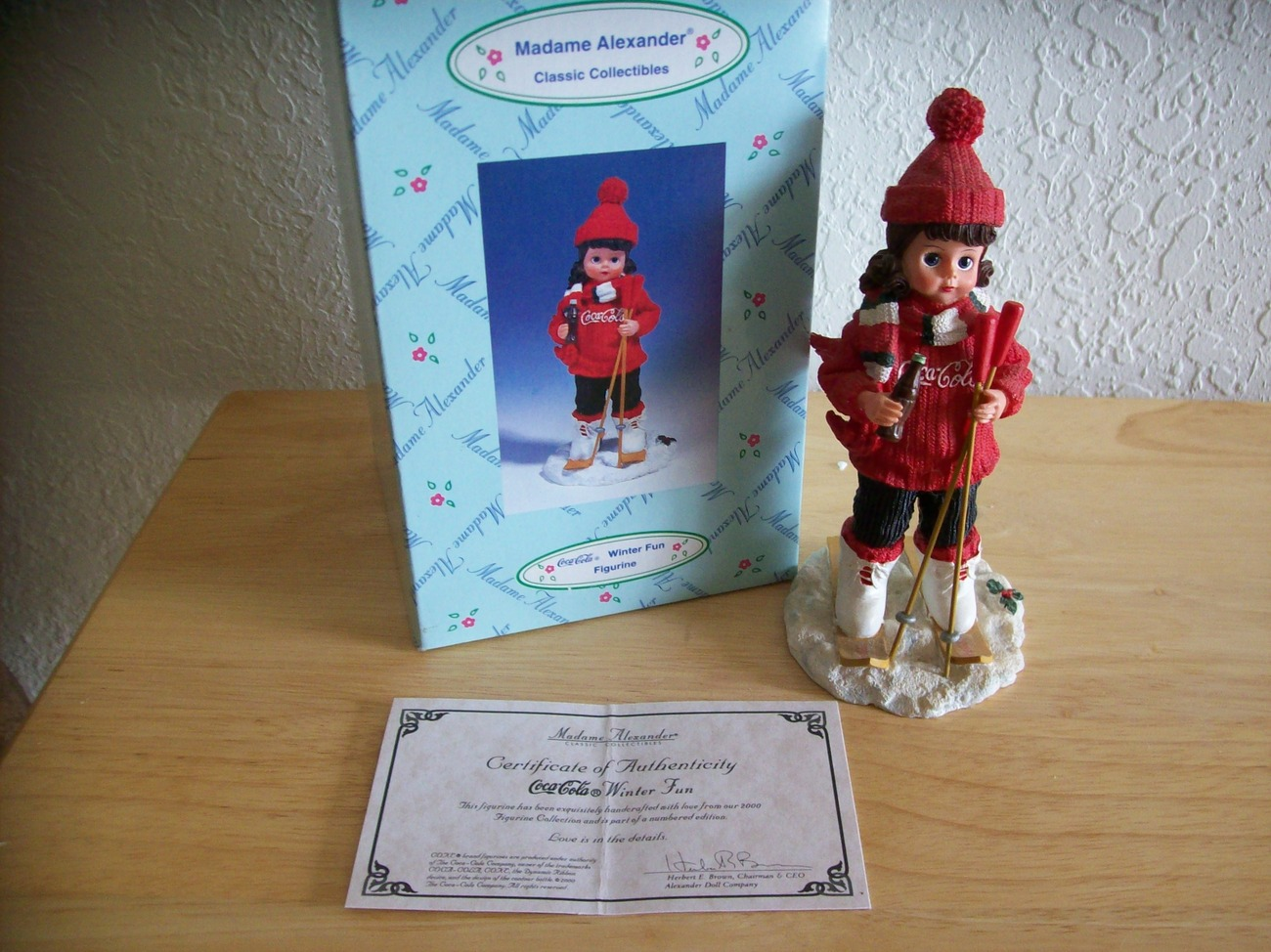 Primary image for 2000 Madame Alexander Coca Cola Winter Fun Figurine